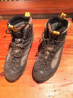Garmont Tower mountaineering boots (Mens-9)