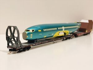 N Scale Micro Trains BNSF / Boeing 737 Fuselage And Tail Component Car