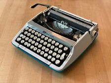 VINTAGE SCM Smith-Corona Cougar Deluxe Aqua Turquoise Typewriter With Case