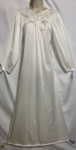 Vtg XS VANITY FAIR Ivory Nylon Nightgown Negligee Gown Fancy Lace design Bodice