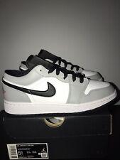 Air Jordan 1 Low (GS) Nike AJ1 Luz Humo Gris/Gym Red-BLANCO UK 5 nos 5.5 EU 39