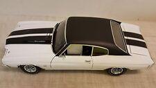 ACME: 1:18 1970 CHEVROLET CHEVELLE-CLASSIC WHITE WITH BLACK STRIPES - VINYL TOP