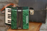 Small accordion Malish Kid Soviet production 17 keys USSR Accordeon Acordeon