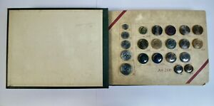 Vintage Faux Horn Button Sample Book, Carr Bros Leicester, 93 Multi-Col Buttons