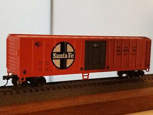 HO Bachmann 50' Santa Fe steel reefer #55360, built 1968, metal wheels, Kadee co