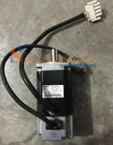 Used One Omron R7MA40030S1D Servo Motor R7M-A40030-S1-D