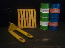 Diorama Parts 1-24 pallet truck,jack with  pallet and Castrol Gulf oil barrels