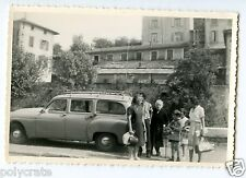 Portrait famille + voiture ancienne - photo ancienne an. 1960