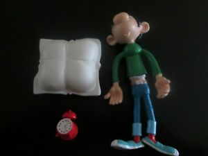 figurine gaston lagaffe avec oreiller et reveil quick