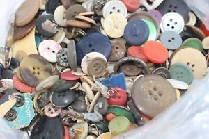 Buttons 1.8kg Mixed Old Vintage Antique with bits & pieces Lots here! 53