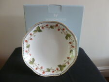 WEDGWOOD WILD STRAWBERRY ARCHIVE 24CM SERVING BOWL BOXED BRAND NEW