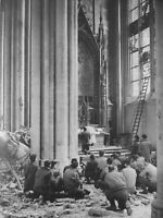 WWII photo American soldiers at a service in the Cologne Cathedral world war 40b