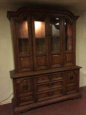 Superbe Solid Oak Vintage China Cabinet/Hutch   GREAT CONDITION!