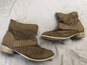 LADIES NEW LOOK BROWN FAUX SUEDE FLAT STUDDED SLOUCH ANKLE BOOTS SIZE 4