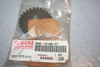 nos Yamaha snowmobile oil pump drive gear 1981 srx440 1983-87 vmx540 8m6-13188