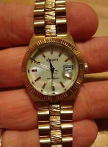 Vintage Elgin Datejust Ladies watch, Mother or pearl running with new battery M