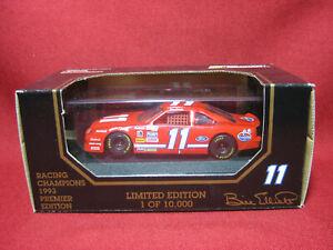 1:43 Ford Thunderbird Bill Elliott #11 Amoco Nascar 1993 Racing Champions MIB