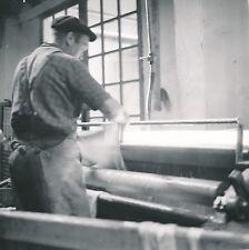 MILLAU c. 1960 - Fabrique de Gants Ouvrier Machine  Peau  Aveyron - Div 12389