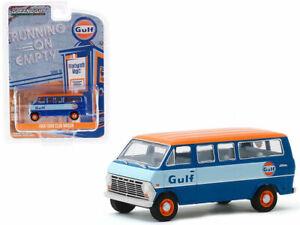 """1968 FORD CLUB WAGON BUS BLUE """"GULF OIL"""" 1/64 DIECAST MODEL GREENLIGHT 41100 B"""