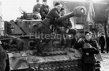 WW2 Picture Photo Panzerkampfwagen IV  Panzer IVwith crew 853