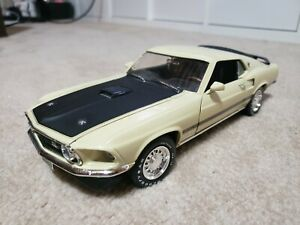 Ford Mustang Mach1 1:18 scale diecast model