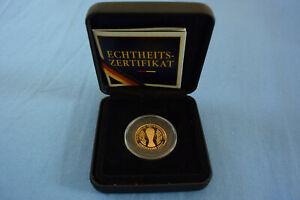 FIFA WM 2006 offizielle deutsche Gold-Gedenkprägung mit FIFA WM-Pokal