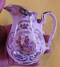 Ancien pot à lait Couché dans l'herbe Homme musicien Décor Fragonard