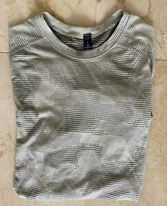NWT Men's Lululemon Metal Vent Short Sleeve Shirt Size S