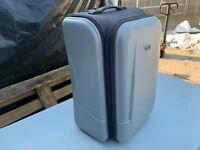 CHUBB extendable 2 wheel suitcase lot UE120820C