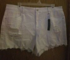 New Dollhouse Women White Shorts Destroyed Frayed Stretch Plus SZ 22 W/Pearl's