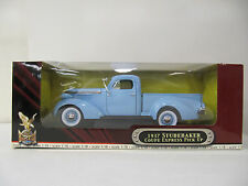 Road Signature Deluxe Edition Yat Ming 1:18  1937 Studebaker Pick Up     NIB