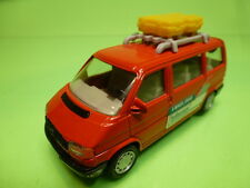 VW VOLKSWAGEN T4 BUS + LUGGAGE ROOFRACK LE MANS - RED 1:43 - GOOD CONDITION