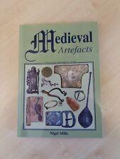 Medieval Artefacts par Nigel Mills (livre de poche, 1999)
