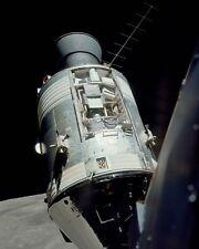 APOLLO 17 SCIENTIFIC INSTRUMENT MODULE BAY IN LUNAR ORBIT - 8X10 PHOTO (BB-073)