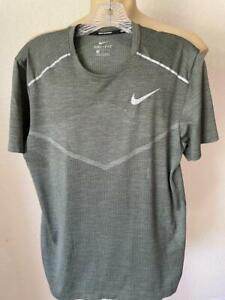 NIKE Men's Running Olive Birdsey Short Sleeve Performance Tee Shirt Size Medium