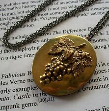 Vtg Photo Locket Pendant Necklace Wine Lovers Grape Cluster - Grapes On A Vine