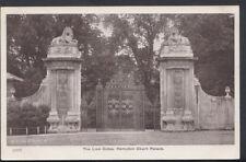 Middlesex Postcard - The Lion Gates, Hampton Court Palace   RS7857