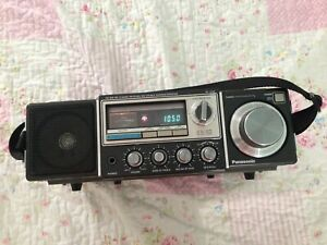 Panasonic FM-MW-SW 31-Band Receiver, Model No. RF-3100, Very Good Condition.