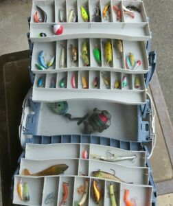 Flambeau Hip Roof Tray Box 2059 with many Freshwater lures Great Condition