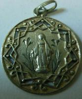 Belle médaille Religieuse Communion en argent  poinçon 19e Vierge Marie bijou