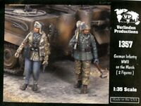 Verlinden Productions 1:35 WWII German Infantry on the March Two Figures #1357