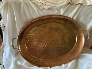 Vtg Oval Copper Hand Hammered Serving Tray w/Brass Handles 17in x 13in