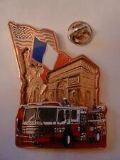 BIG PIN'S POMPIERS DE NEW YORK à PARIS 14/07/2002/ EN RELIEF/2 MOULES/ N°128/911
