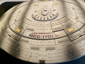 1994 Star Trek Playmates – USS Enterprise NCC-1701-D Battle Damaged Ship.