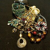 Vintage To Now Wearable Treasures Mixed Fashion Jewelry Lot Resell 13 Piece 11 I