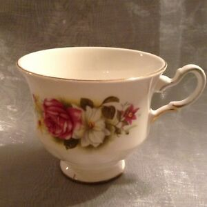 Queen Anne Bone China Tea Cup 8538