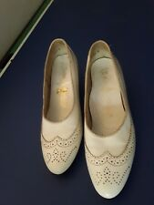 60s Vintage white leather ladies shoes size 7.5