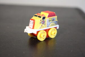 Thomas & Friends Minis - FLYNN - - Yellow