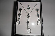 AVON NECKLACE AND EARRING SET AVON TANG BRAND NEW