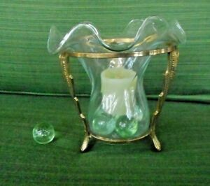 GLASS CANDLE HOLDER IN GOLD COLORED METAL FRAME